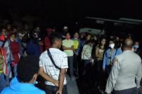 Diduga Angkut Mahasiswa Ikut Pilkada Malaka, Bus Dilempar Orang tak Dikenal