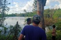 Sebuah danau yang muncul di Kota kupang usai badai Seroja menjadi tontonan menarik sebagian warga yang datang ingin melihat langsung.