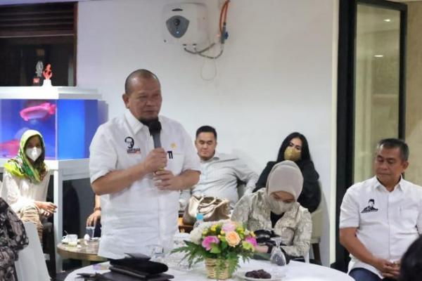 Ketua DPD RI bersilaturahmi dengan rombongan Komunitas BARA JP (Barisan Relawan Jokowi Presiden) yang bertempat di rumah dinas Denpasar Raya, Jakarta, Kamis 6 Mei 2021.