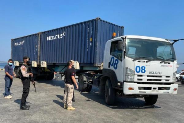 Jatanras Ditreskrimum Polda NTT bersama Personil Ditsamapta Polda NTT saat melakukan pengamanan dan razia preman di pelabuhan Peti Kemas Tenau.