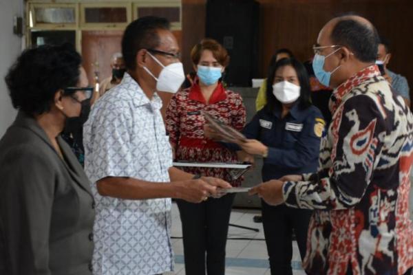 Wali Kota Serahkan Santunan bagi 125 Pensiunan ASN Kota Kupang