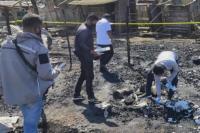 Anggota Sat Seskrim Polres Ngada turun melakukan olah tempat kejadian perkara kebakaran pasar mingguan Malanuza di Desa Malanuza Kecamatan Golewa Kabupaten Ngada.