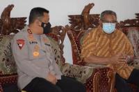 Kapolda NTT Irjen Pol Lotharia Latif terlibat pembicaraan serius bersama Uskup Maumere Mgr Edwaldus Martinus Sedu dalam penanganan Covid-19.