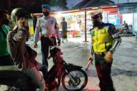 Sat lantas Polres Kupang Kota melakukan pengawasan pelaksanaan PPKM level 4 Covid-19 di wilayah hukum Polres Kupang Kota bersama TNI dan petugas Dishub, Pol PP dan BPBD Kota Kupang.