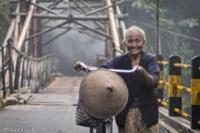 Ilustrasi senyum bahagia seorang nenek di Yogyakarta (foto: instagram@tatta_akhdiyat/kumparan.com)