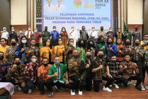 Gubernur NTT, Viktor Bungtilu Laiskodat bersama Wagub NTT, Josef Nae Soi secara resmi melepas Kontingen NTT yang akan bertarung di PON ke-20 tahun 2021 di Provinsi Papua.