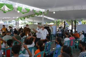 Ketua PMI Kota Kupang, dr. Hermanus Man saat menghadiri puncak perayaan HUT ke-76 PMI yang dirangkai dengan vaksinasi massal bertempat di halaman kantor Cabang Pegadaian Syariah, Kelurahan Oebobo.