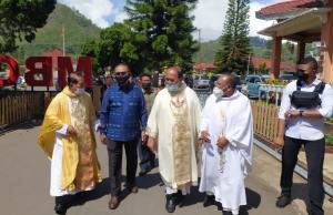 Wagub NTT, Josef Nae Soi saat menghadiri Perayaan Pesta Perak (25 tahun) Imamat Romo Frederikus B. Wea Dopo, Pr, di Gereja MBC Bajawa.