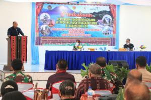 Gubernur NTT Viktor Bungtilu Laiskodat saat memberikan sambutan dalam pertemuan bersama tokoh Lintas Agama se-Provinsi NTT dengan tema Penguatan Modernisasi Agama dan Merawat Keberagaman dari Pinggiran Indonesia di Gereja GMIT Pola Tribuana Kalabahi.